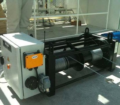 Lyftutrustning för ljusinstallation i fastighet